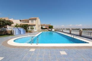 3 bed Bungalow for sale in Valencia, Alicante...