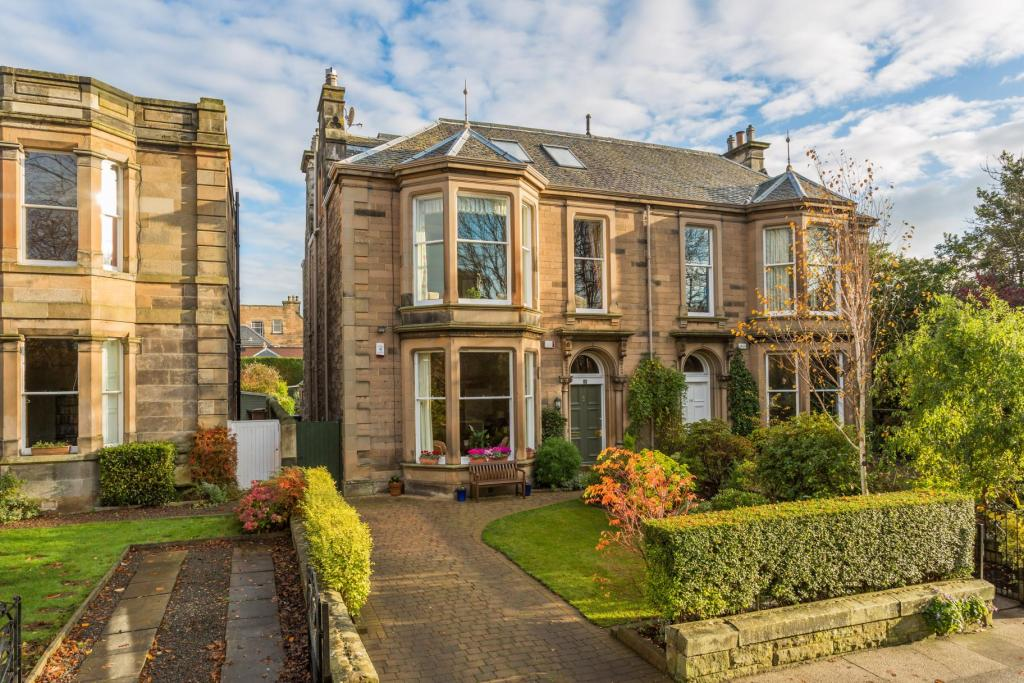 5 bedroom semi detached house for sale in 9 gilmour road