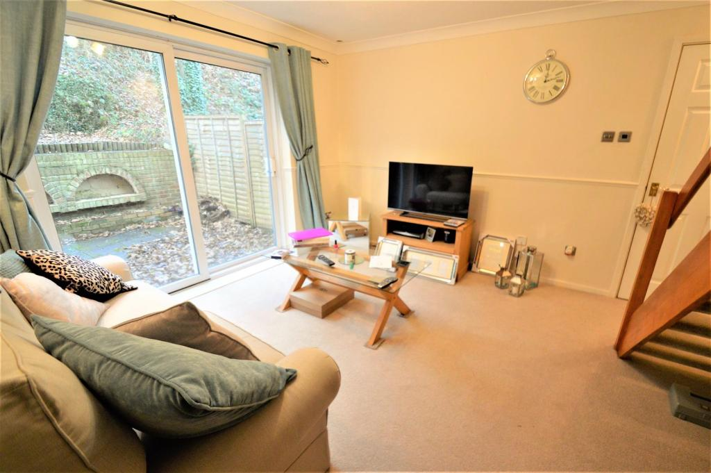 1 bedroom house to rent in foxden drive downswood for Living room c o maidstone