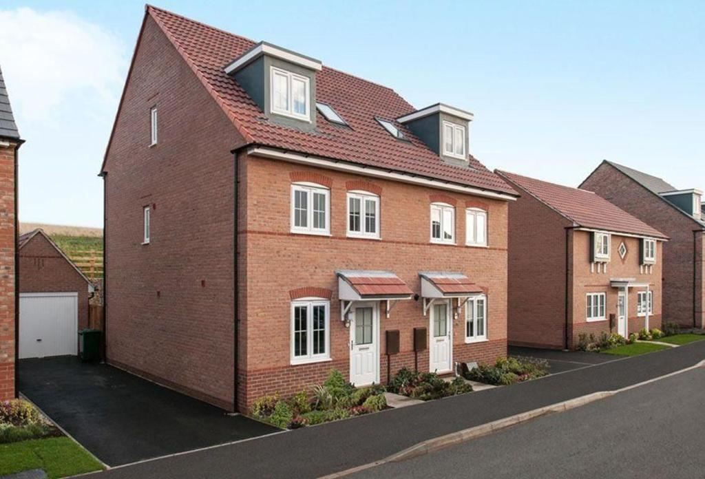 4 bedroom semi detached house for sale in pochins bridge road south wigston leicestershire
