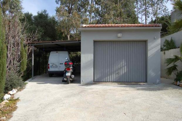 garage and car port