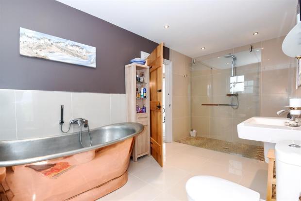 Bathroom / En Suite
