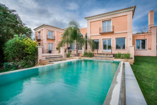 6 bed Villa for sale in C�diz, Sotogrande...