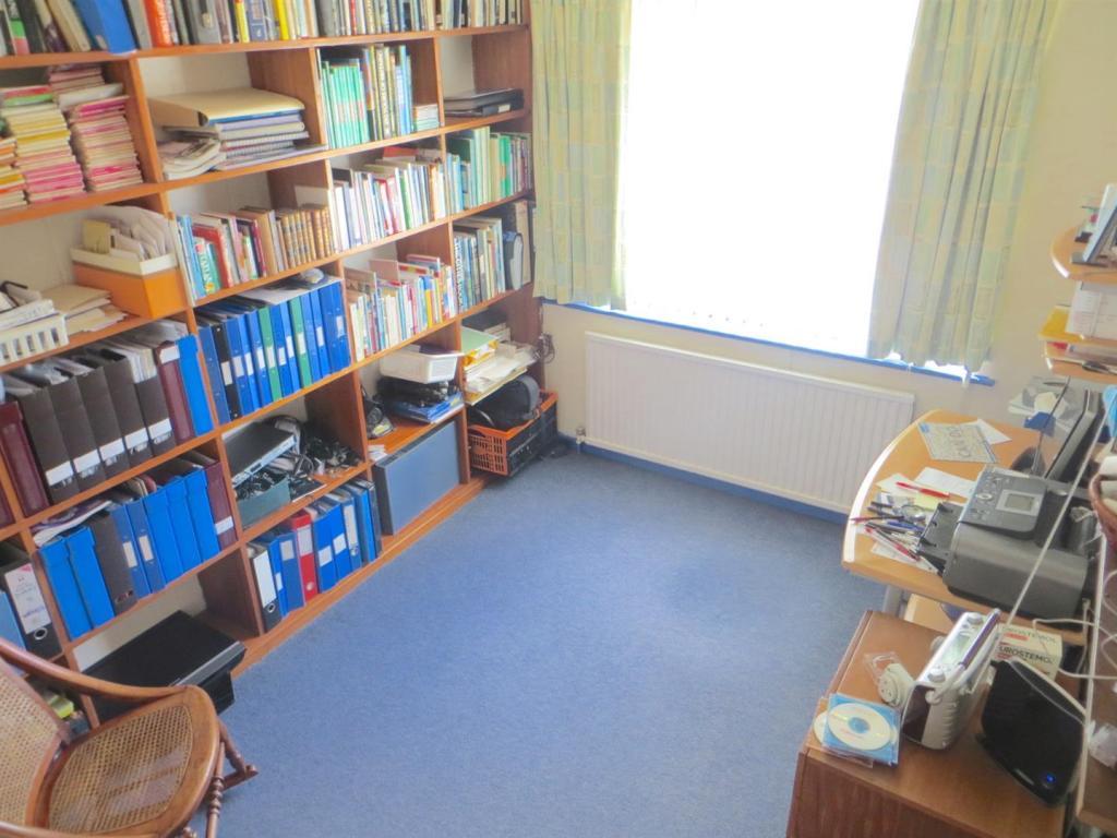 Bedroom3/ Study