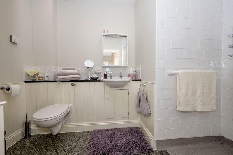 Shower room/cl...