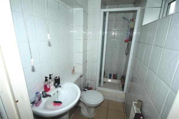 32 Seabourne Shower