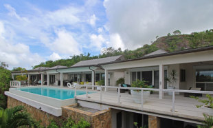 5 bed Detached Villa in Galley Bay Heights