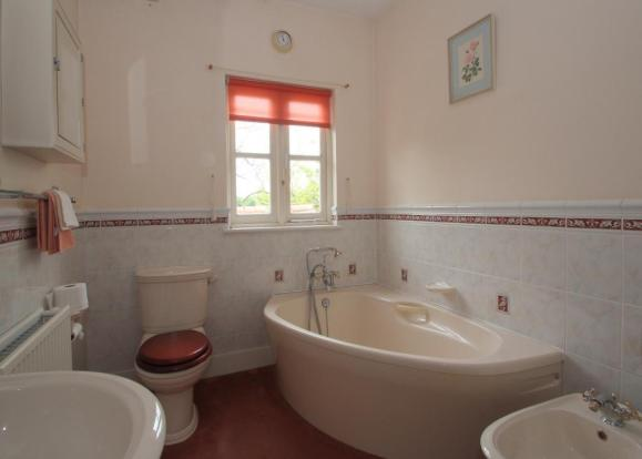 5 peice bathroom suite includes shower