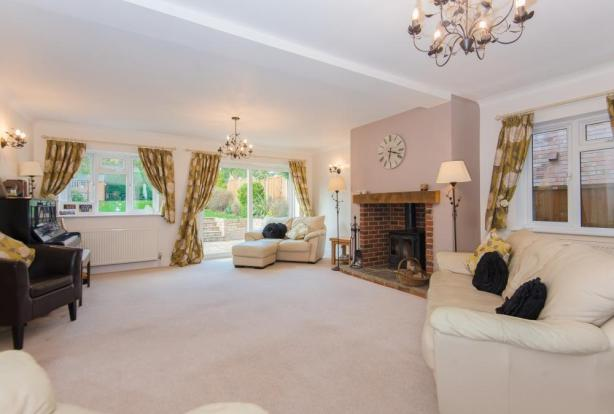 Spacious Lounge with doors to garden