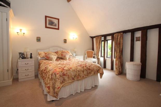 Main Bedroom 13'6 x 12'6 + dressing area