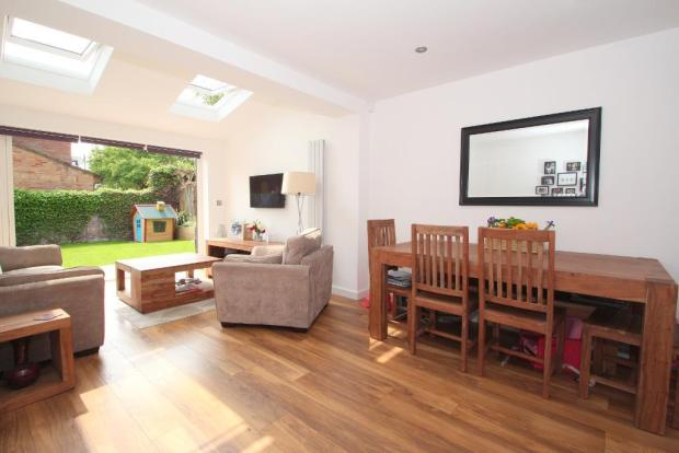 Lovely bright south facing lounge/diner