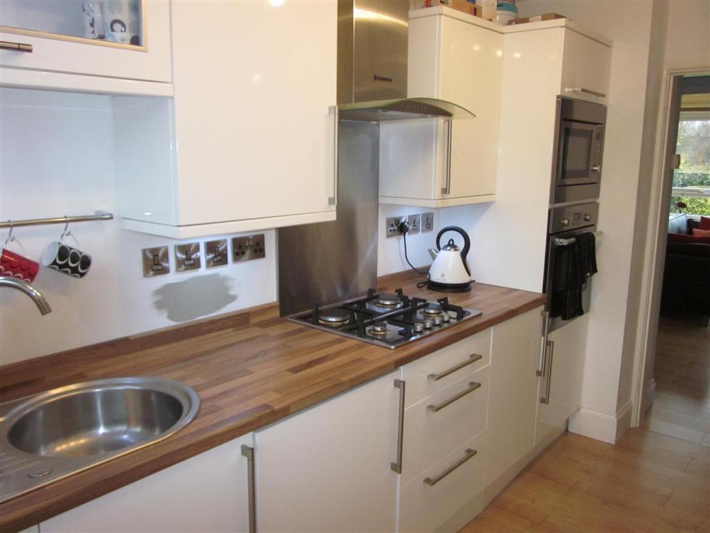 2 Willow Ct Kitchen