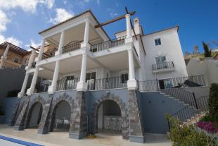 4 bedroom Villa for sale in Funchal, Madeira