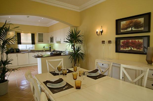 Kitchen /dining area