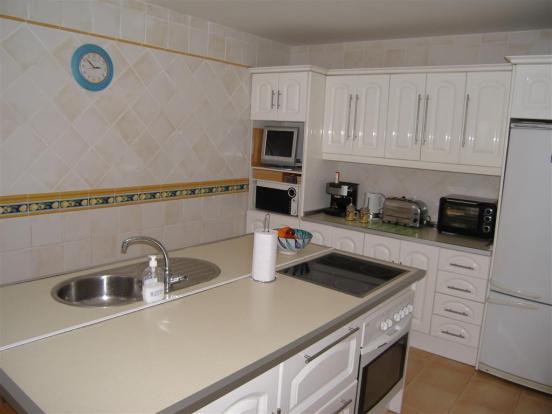 kitchen (Medium)