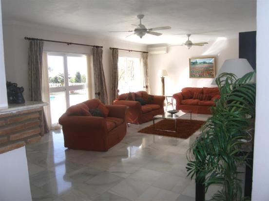 1 (19) lounge