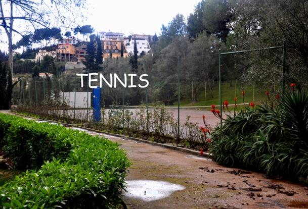 Comm. Tennis Court
