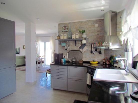 kitchen open to loun