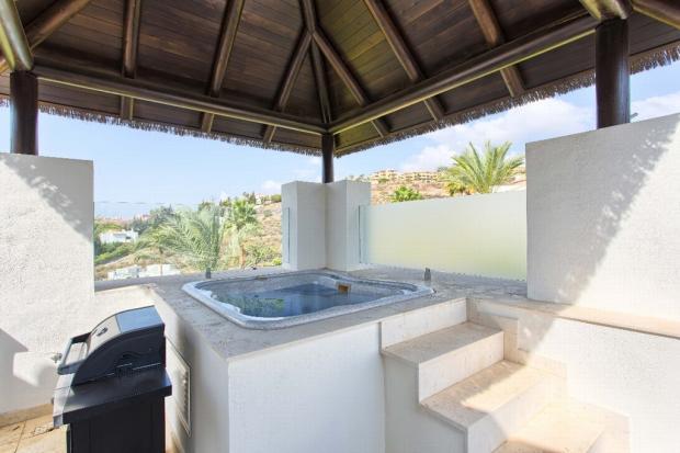 7 terrace with jacuz