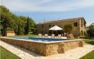 4 bed Detached home in Besalú, Girona, Catalonia
