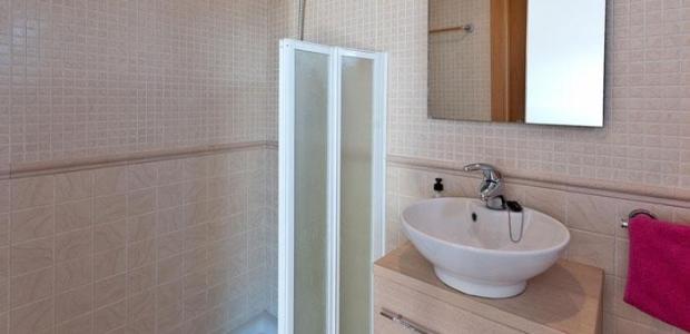 296-194-bathroom2