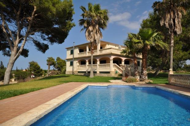 MUR5837 house pool