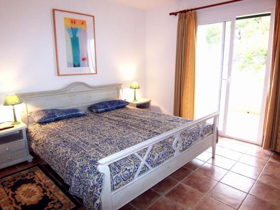 MUR5837 bedroom a