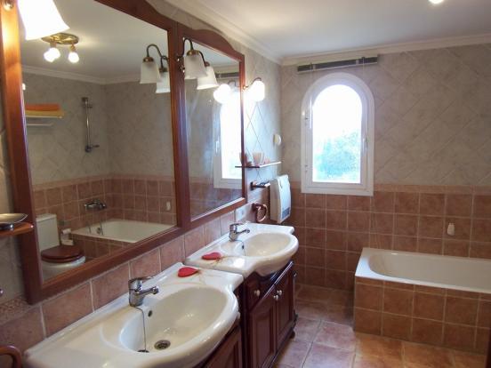 MUR5837 bathroom (2)