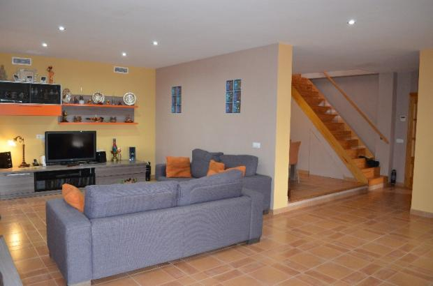 LIVING AREA AND LOBB