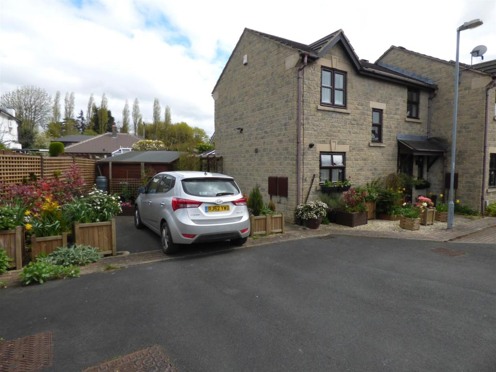 3 bedroom mews house to rent -                    The Embankment, Mirfield, WF14 8DW