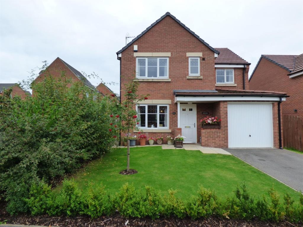 4 bedroom detached house for sale - Howley Close, Gomersal, BD19 4PF