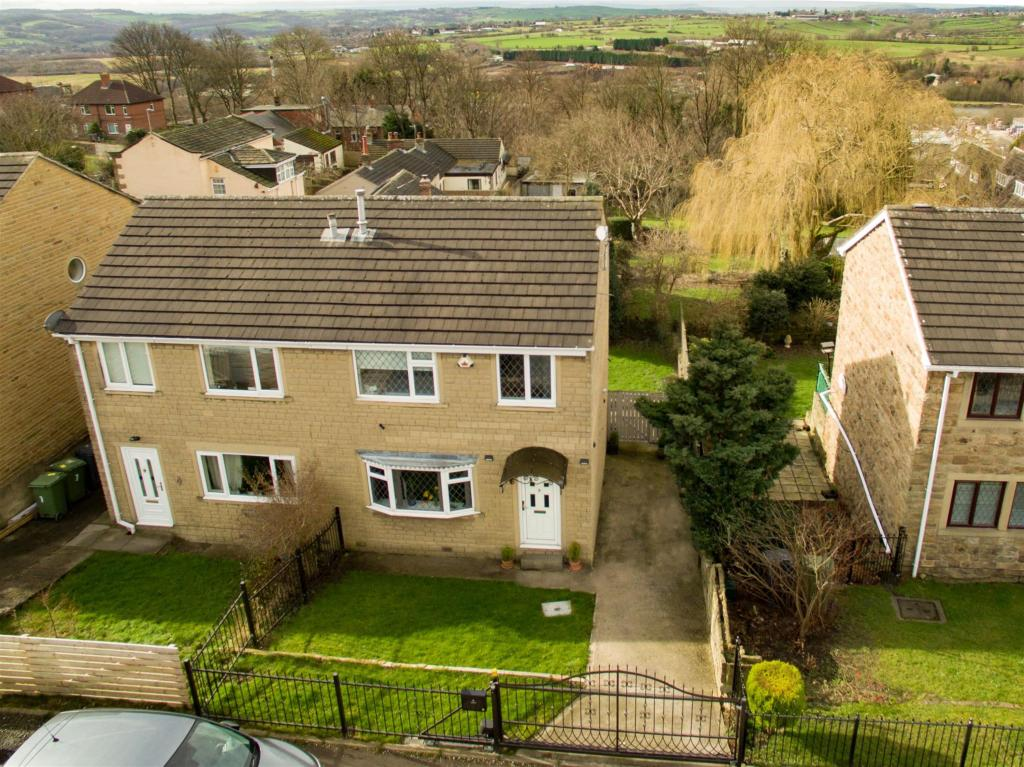 3 bedroom semi-detached house for sale - Laburnam Road, Heckmondwike, WF13 4QF