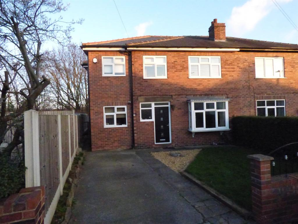 4 bedroom semi-detached house for sale - Park Grove, Mirfield, WF14 9HW