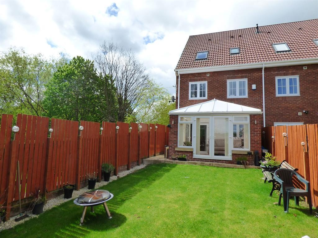 4 bedroom end of terrace house for sale - Spring Place Gardens, Mirfield, WF14 0QU