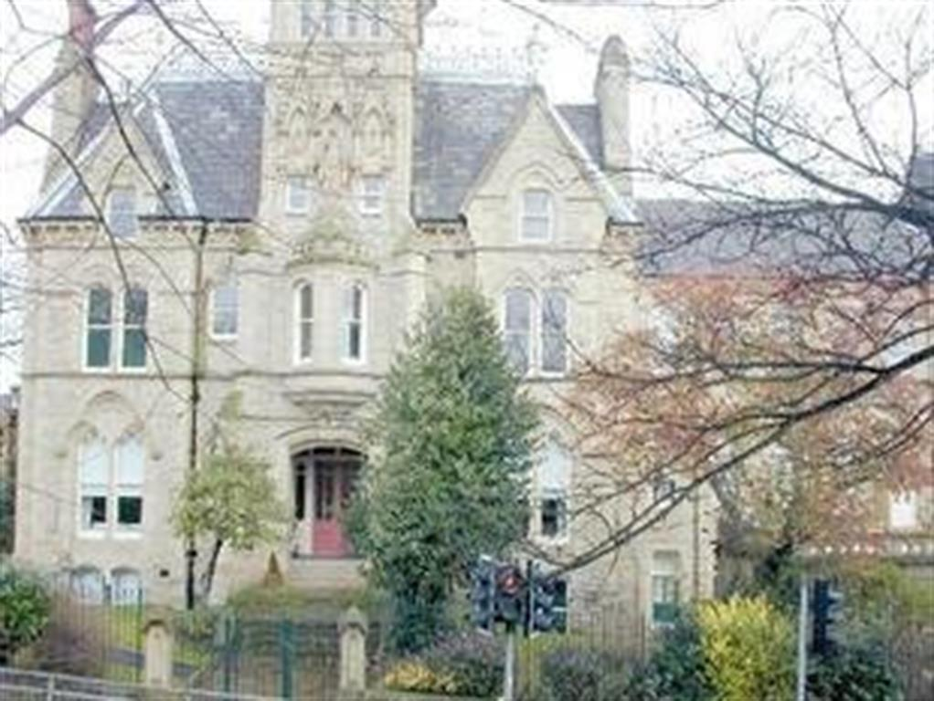 2 bedroom flat to rent - Halifax Road, Dewsbury, West Yorkshire, WF13 2NE