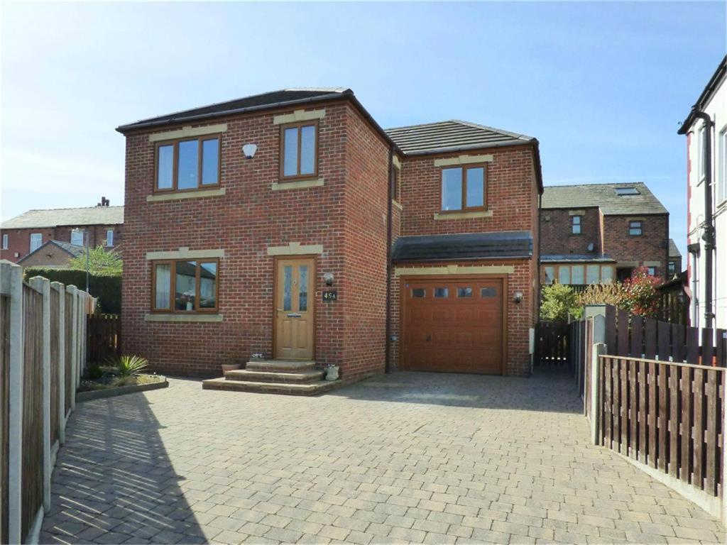 4 bedroom detached house for sale -                    Sunnyside Avenue, Roberttown, WF15 7NW