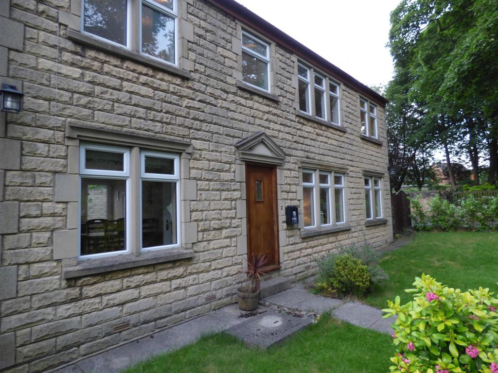 3 bedroom detached house for sale -                    Lower Lane, Gomersal, BD19 4HZ