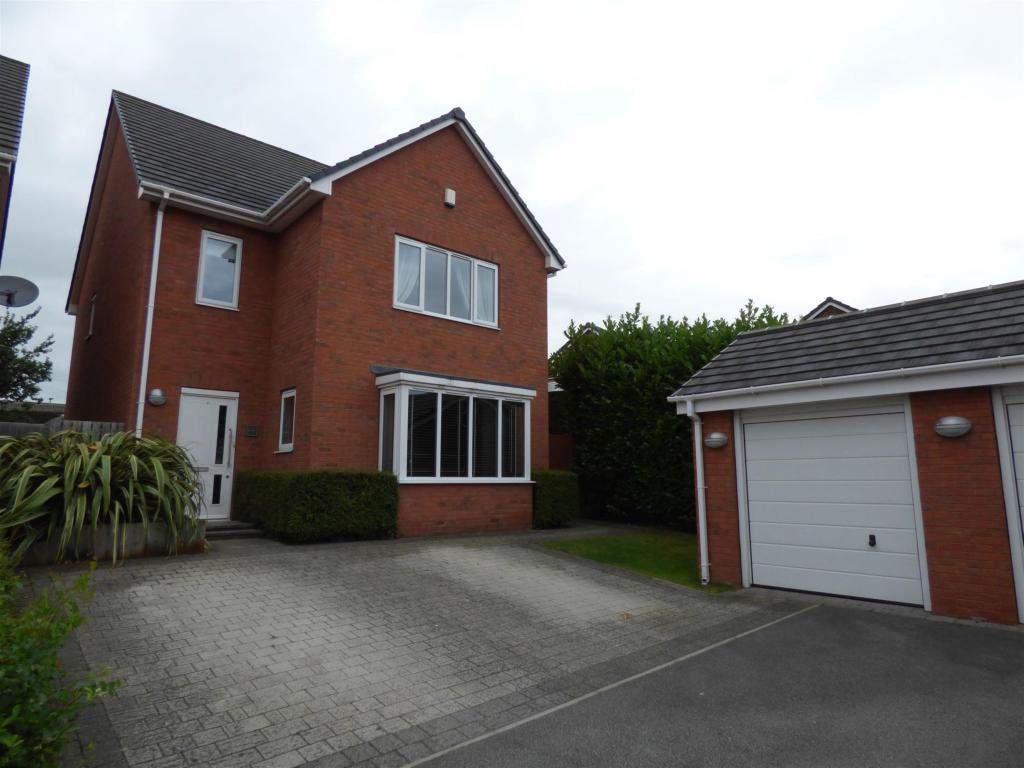 4 bedroom detached house for sale - Westfield Court, Mirfield, WF14 9PT