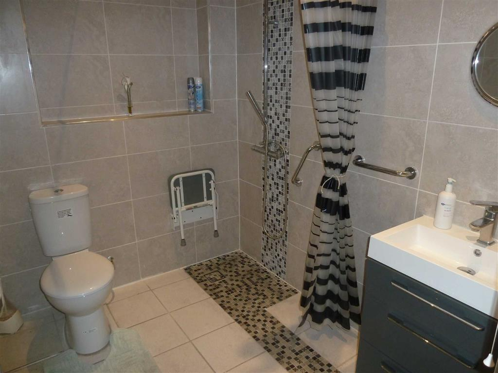 RE-FITTED SHOWER ROO