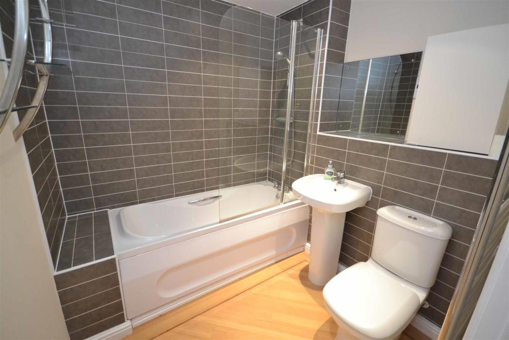 Riverside - Bathroom