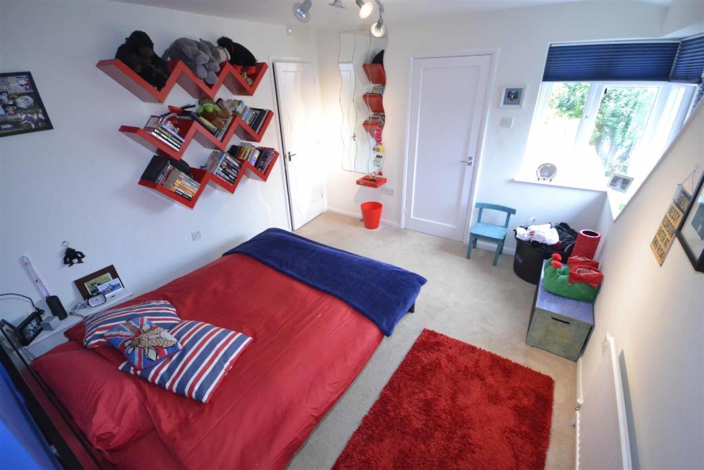 Roman Bank - Bedroom