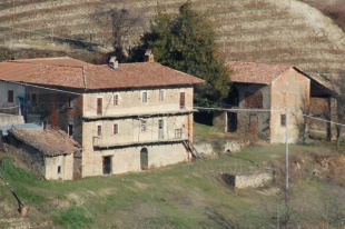 4 bed Cottage in Piedmont, Cuneo, Alba
