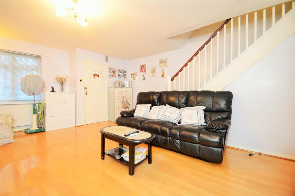 3 bedroom end of terrace house for sale in waldstock road for 17 x 14 living room