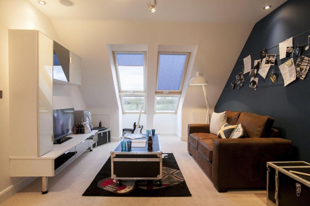bedroom/games room