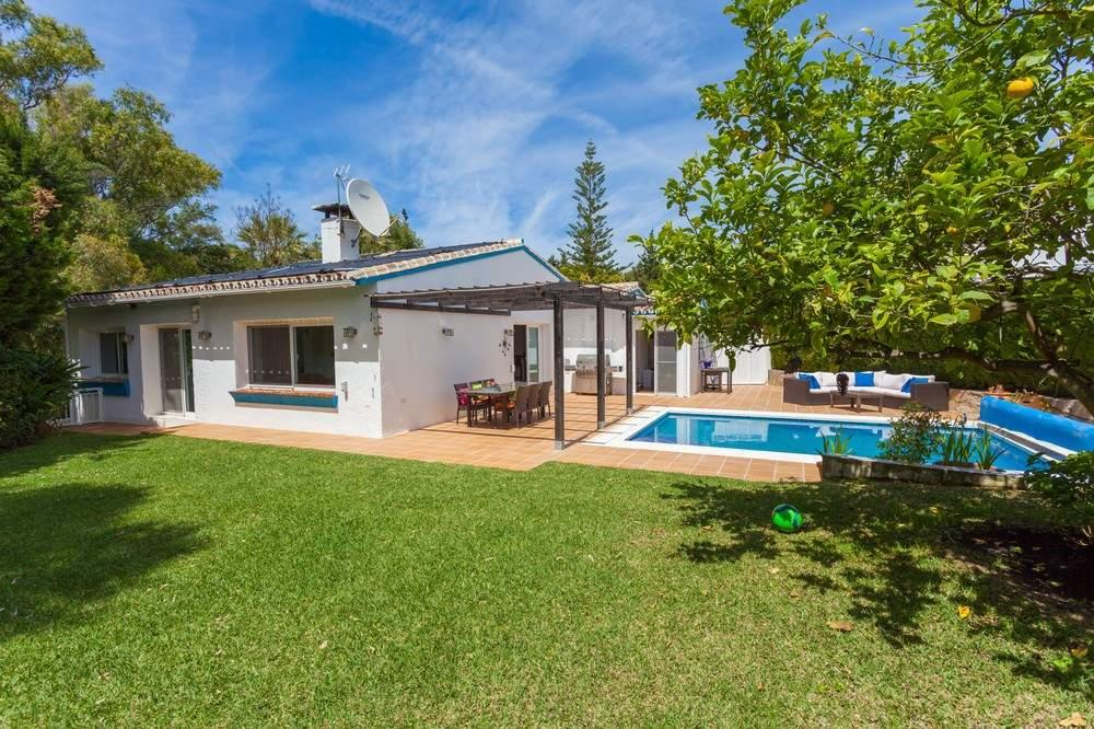 4 bedroom Detached Villa in Calahonda, Malaga, Spain