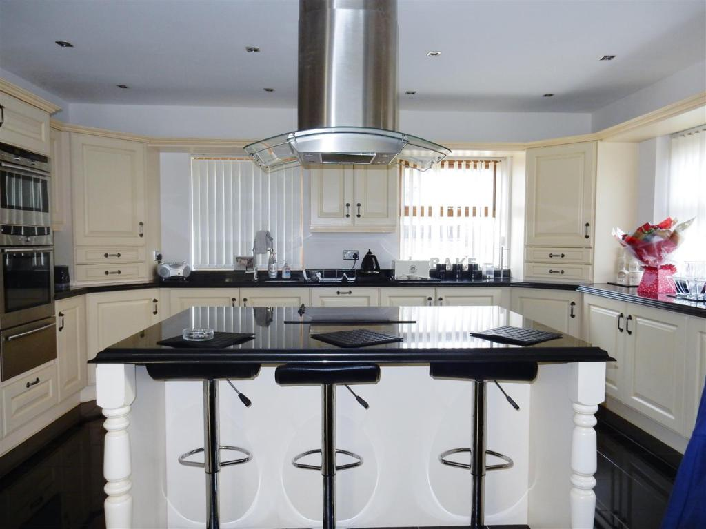 Kitchen Family Room