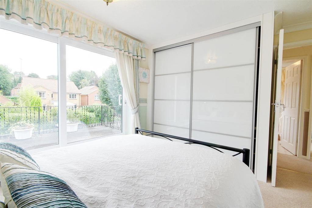 Rear Left bed 1.jpg