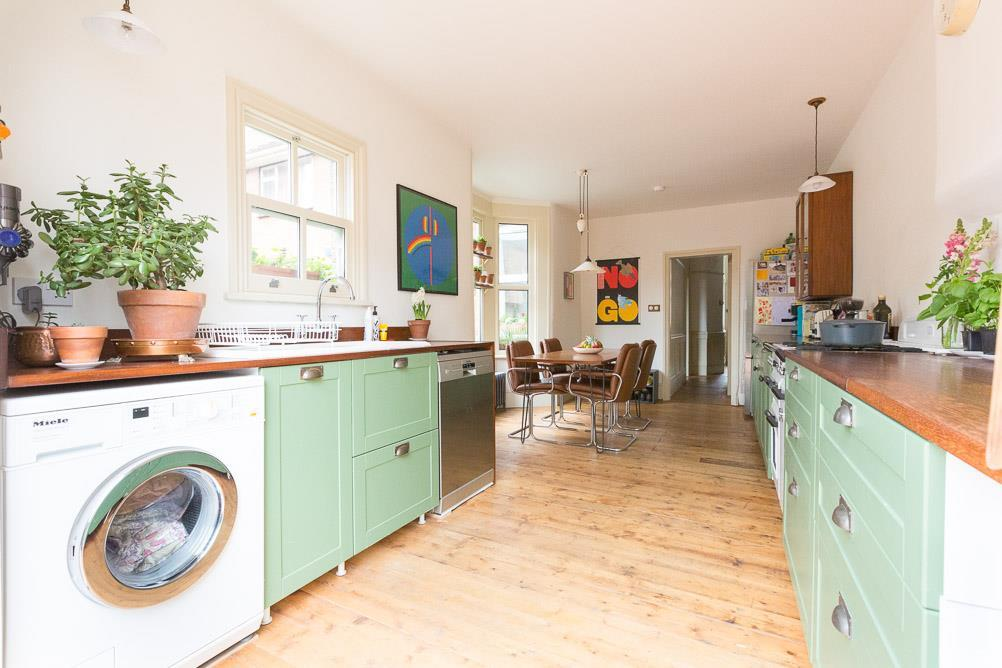 3 bedroom end of terrace house for sale in thorpe road for Terrace kitchen diner