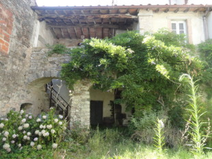Village House for sale in Tuscany, Lucca...