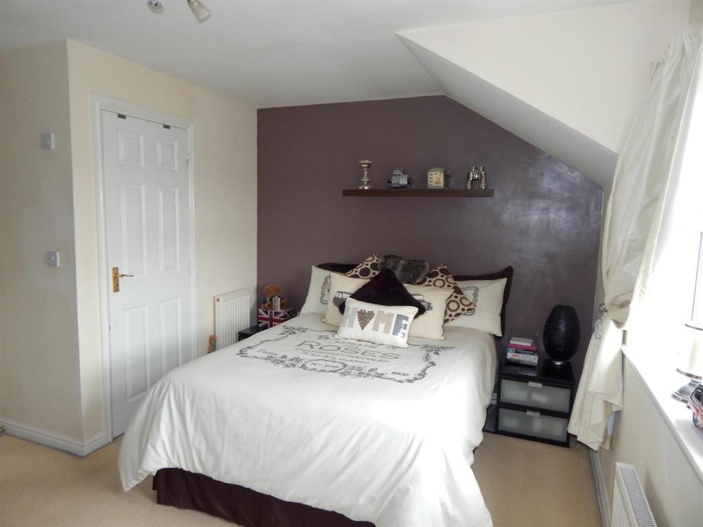 3 Bedroom Town House For Sale In Rycroft Meadow Beggarwood Basingstoke Rg22